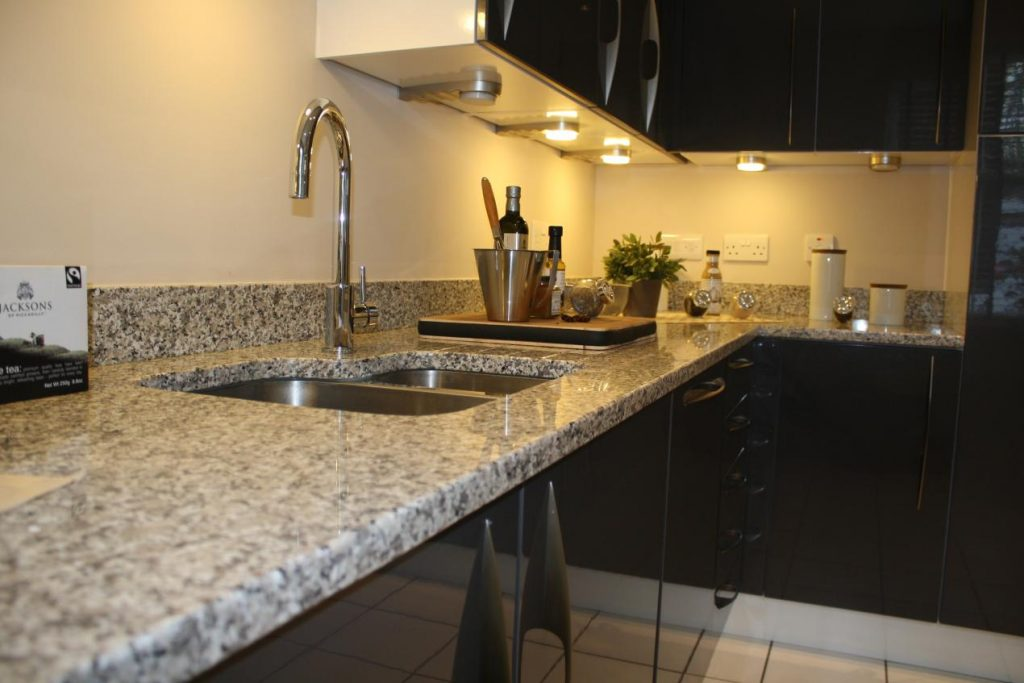 How To Complement And Accessorise A Black Granite Worktop