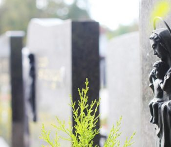 What to consider when buying a memorial headstone