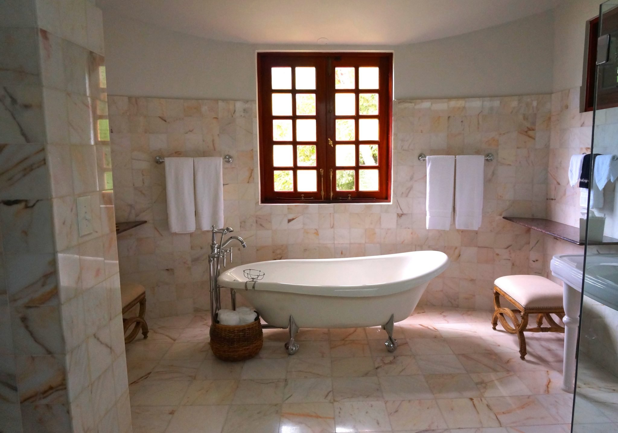 How to clean a granite bathroom