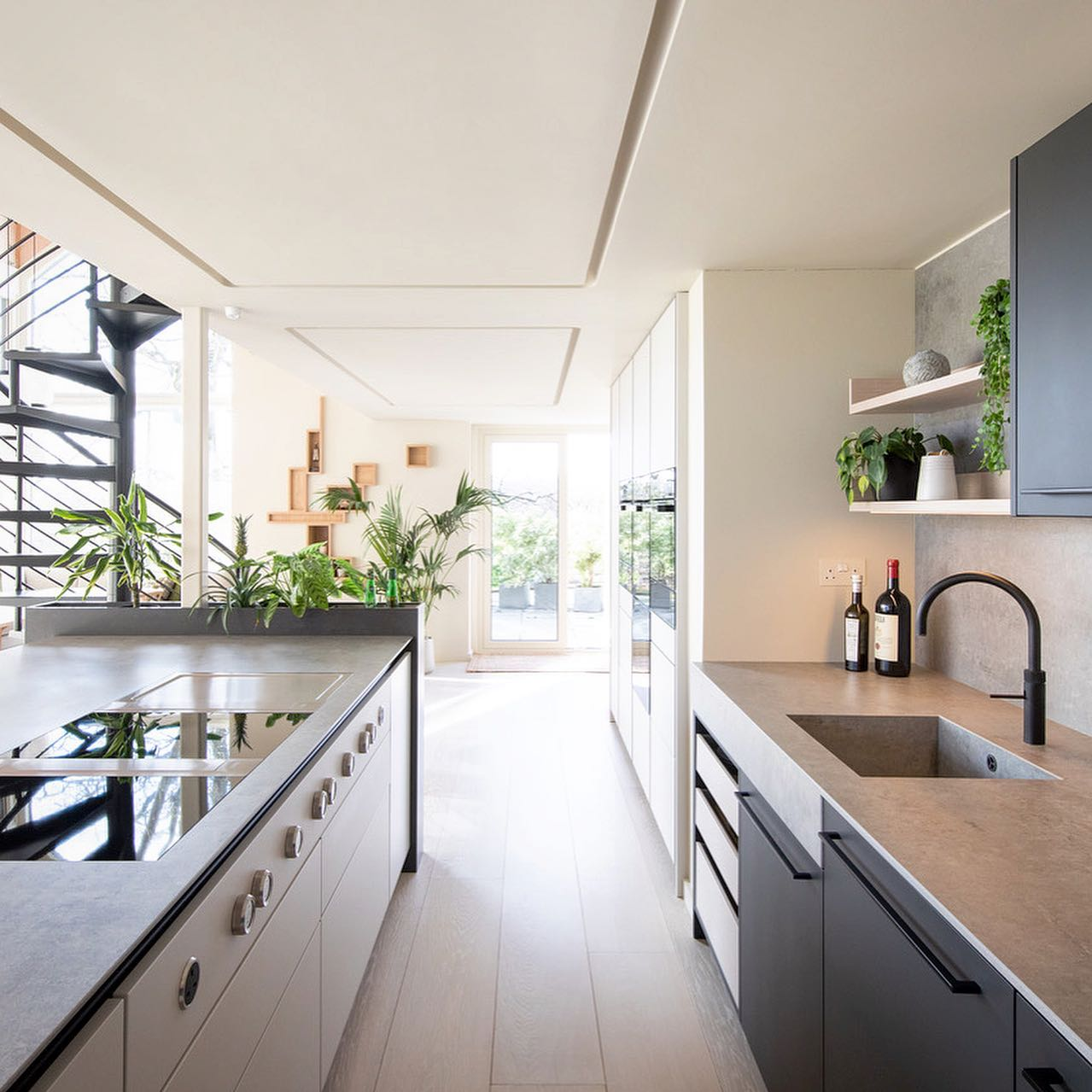 Kreta Dekton Kitchen Worktop Light Grey, dark grey kitchen cabinets and Dekton clad planter