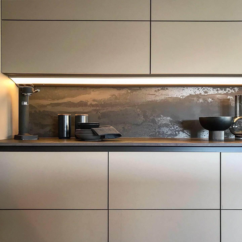 Kitchen cabinets with a Radium Dekton Worktop and Splashback